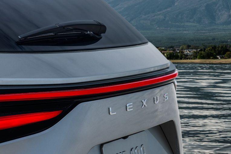 クルマ   レクサス、中核SUVモデル『NX』の新型モデル発表を予告。一部デザインを公開