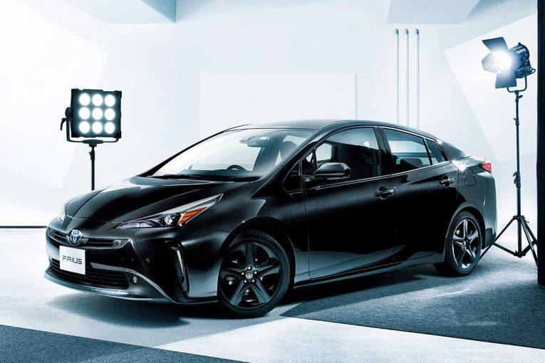 クルマ | トヨタ・プリウスが一部改良。同時に気品を際立たせるブラックカラーの特別仕様車も登場