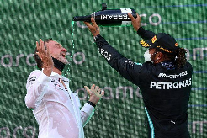 2021スペインGP スパークリングファイトを楽しむルイス・ハミルトン