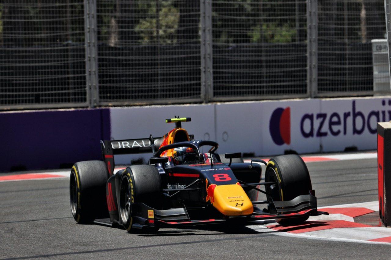 リタイア6台の耐久戦をレッドブル育成のビップスが制す。佐藤万璃音は13位【FIA-F2第3戦アゼルバイジャン レース2】