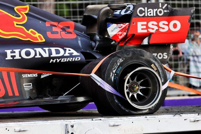 2021年F1第6戦アゼルバイジャンGP マックス・フェルスタッペン(レッドブル・ホンダ)にタイヤトラブルが発生