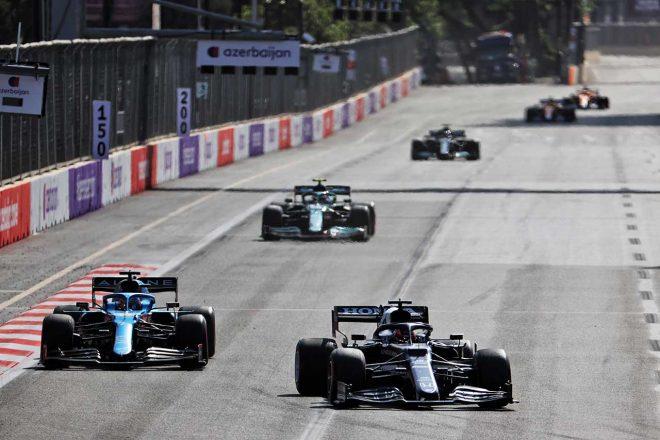 2021年F1第6戦アゼルバイジャンGP 角田裕毅(アルファタウリ・ホンダ)とフェルナンド・アロンソ(アルピーヌ)のバトル