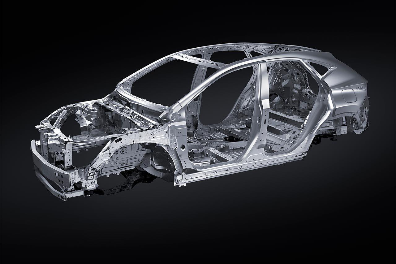 レクサス、次世代モデル第一弾となるNXを公開。レクサス初の6種のパワートレーンを用意