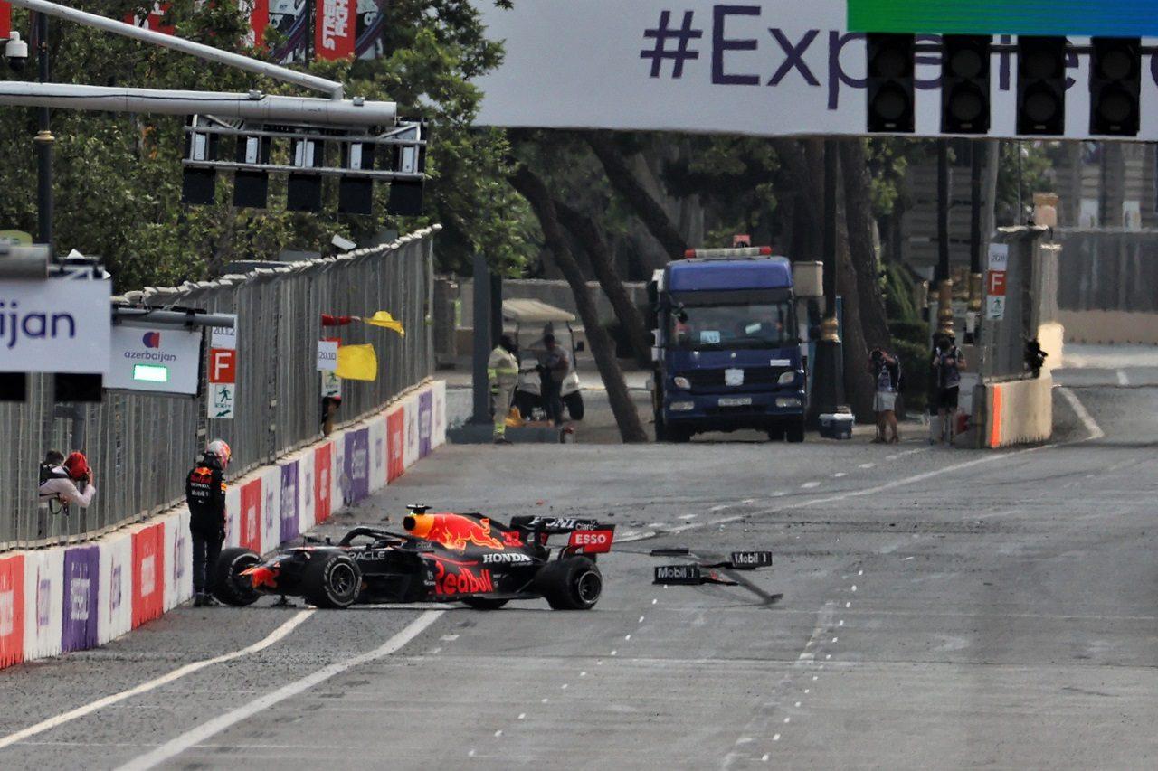 マックス・フェルスタッペン(レッドブル・ホンダ)がタイヤトラブルでクラッシュ
