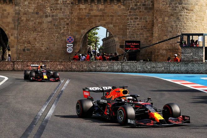 2021年F1第6戦アゼルバイジャンGP 1-2体制を築くマックス・フェルスタッペンとセルジオ・ペレス(レッドブル・ホンダ)