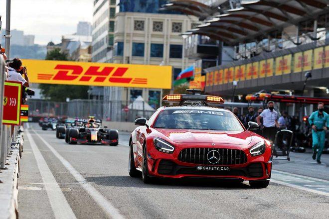 2021年F1第6戦アゼルバイジャンGP 赤旗によってピットレーンに戻る各マシン