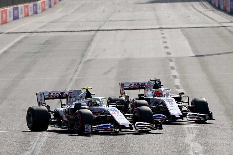 F1 | ベルガー、ハースF1の同士討ち寸前のバトルに「自分たちの時代ではあんなことは当たり前だった」