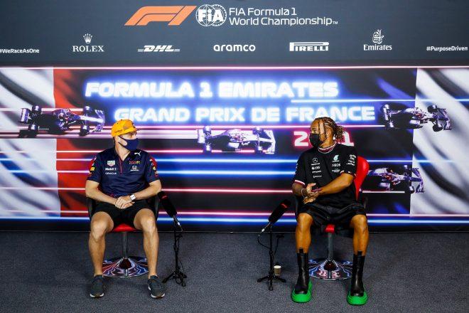 2021年F1第7戦フランスGP 木曜記者会見に出席したマックス・フェルスタッペン(レッドブル・ホンダ)とルイス・ハミルトン(メルセデス)