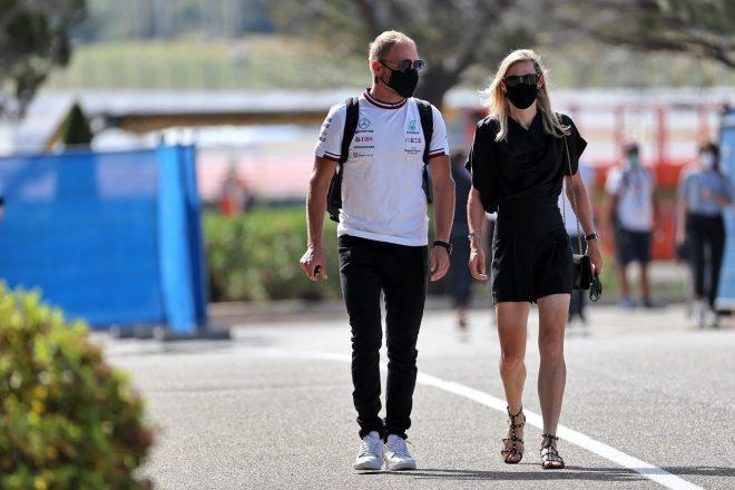 2021年F1第7戦フランスGP バルテリ・ボッタス(メルセデス)とガールフレンドのティファニー・クロムウェルさん