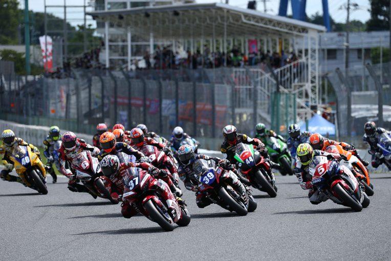 MotoGP   作本輝介が9番手から追い上げて初勝利。4レース連続ホンダが優勝奪取/全日本ロード第4戦筑波 ST1000 レース2