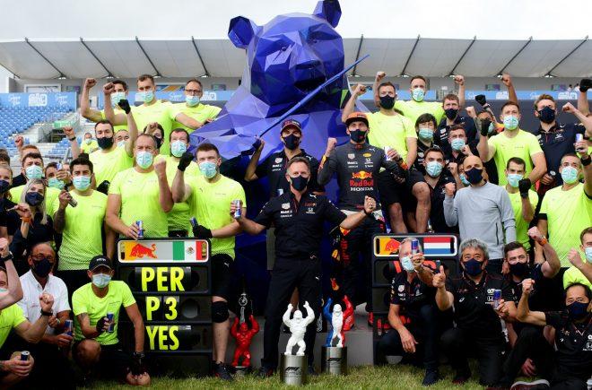 2021年F1第7戦フランスGP マックス・フェルスタッペン優勝とセルジオ・ペレス3位を祝うレッドブル・ホンダ