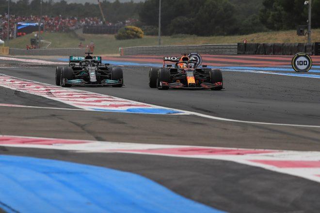 2021年F1第7戦フランスGP マックス・フェルスタッペン(レッドブル・ホンダ)がルイス・ハミルトン(メルセデス)をオーバーテイク