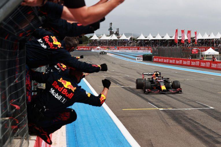 F1 | レッドブル代表「スペインGPのような敗北を避けるため、リスクのある戦略で勝負した」/F1第7戦決勝