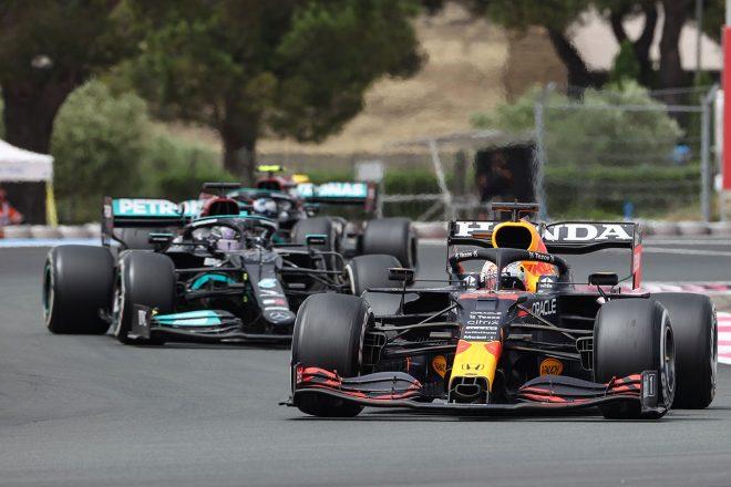 2021年F1第7戦フランスGP メルセデス2台と争うマックス・フェルスタッペン(レッドブル・ホンダ)