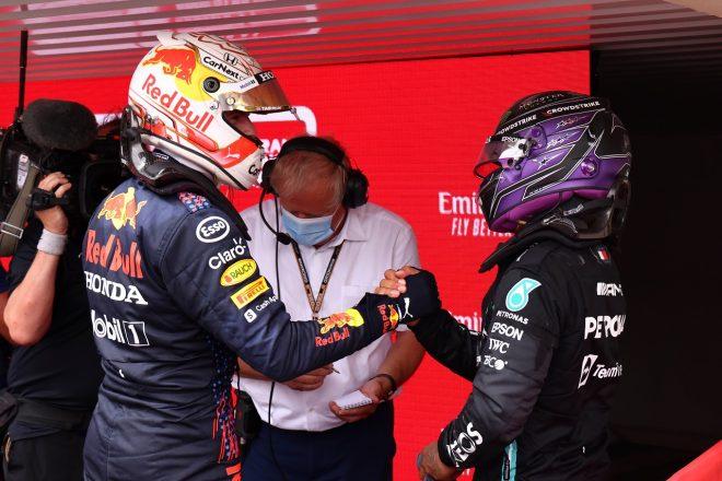 2021年F1第7戦フランスGP 2位のルイス・ハミルトン(メルセデス)と優勝したマックス・フェルスタッペン(レッドブル・ホンダ)