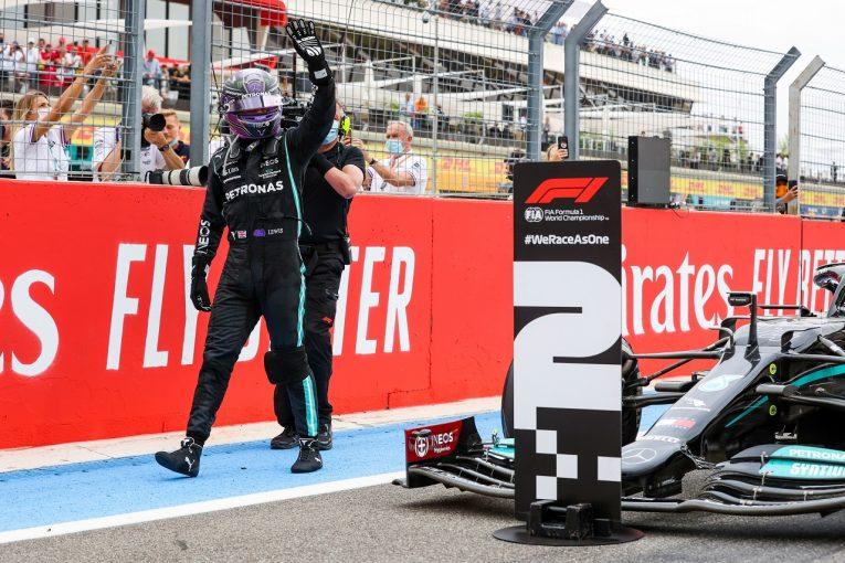F1   残り2周でレッドブルに敗れたハミルトン「直線スピードの差が大きく、戦略的にも手詰まりだった」F1第7戦決勝