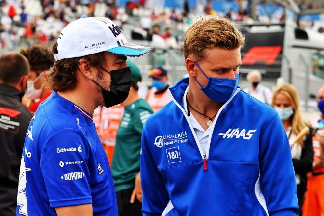 2021年F1第7戦フランスGP フェルナンド・アロンソ(アルピーヌ)とミック・シューマッハー(ハース)