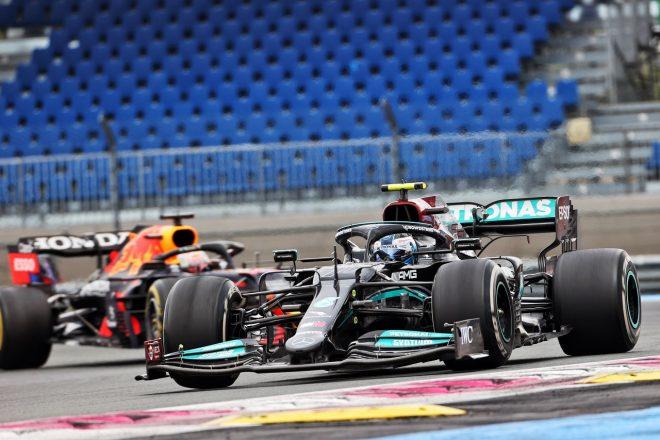 2021年F1第7戦フランスGP バルテリ・ボッタス(メルセデス)とマックス・フェルスタッペン(レッドブル・ホンダ)