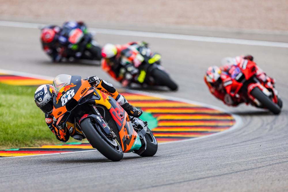 MotoGPコラム/第8戦ドイツGP:3戦連続で表彰台獲得のオリベイラ。苦戦のシーズン序盤がKTM好転の土台に/MotoGP第8戦ドイツGP | MotoGP | autosport web