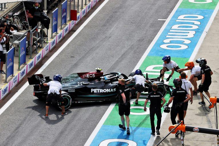 F1 | メルセデスF1のボッタス、ピットレーンでのスピンで3グリッド降格「危険なドライビング」との判定