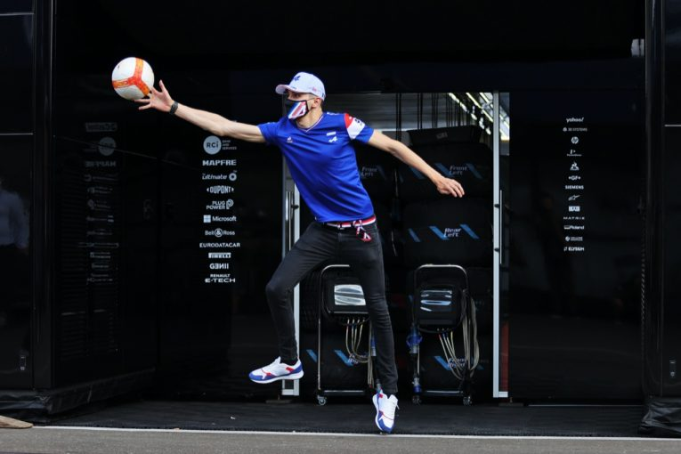 F1 | ヒヤリハット連発のフリー走行。アロンソとオコンのルーティンワーク【SNSピックアップF1第8戦(1)】
