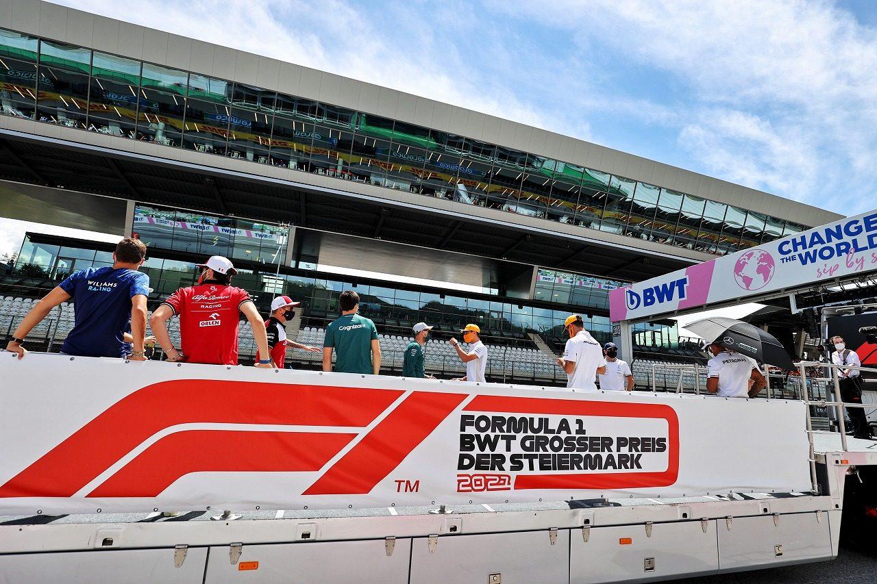 Photo of 【SNS特集】F1シュタイアーマルクGP:ペレスJr.がパパの職場にやって来た。アロンソ、コース外のアンダーカット   F1   autos   autosport web 編集部