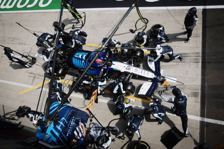 F1 | 【F1第8戦無線レビュー(1)】「謝らなくていいよ。来週がある」無念のリタイアも、再起を誓ったラッセル