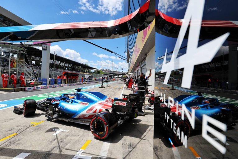 F1 | アロンソ、F1予選Q2のタイヤルールは「大規模チームを有利にしているだけ」と主張