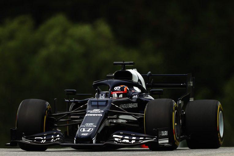 F1   【角田裕毅F1第9戦密着】前戦で苦労したロングランに取り組んだ初日は好調「先週のペースを発揮できてうれしい」