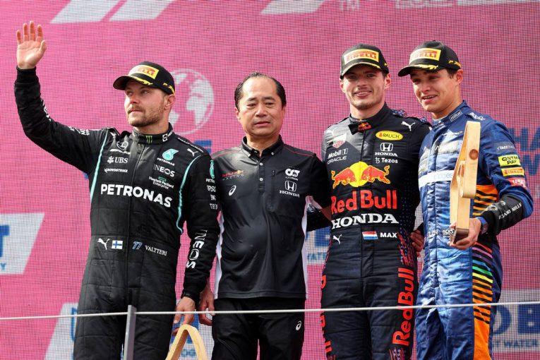 F1   フェルスタッペンが3戦連続ポール・トゥ・ウイン。ホンダは1988年以来の5連勝を飾る【決勝レポート/F1第9戦】
