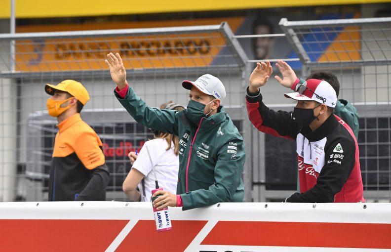 F1   ベッテルと接触したライコネンに20秒加算ペナルティ。黄旗無視の疑いで8人が審議、2人に処罰/F1第9戦