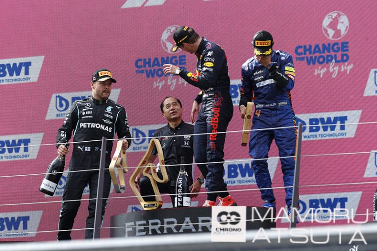 Blog | 【ブログ】Shots! フェルスタッペンが今季5勝目。表彰式ではホンダF1田辺TDがトロフィーを高々と掲げる