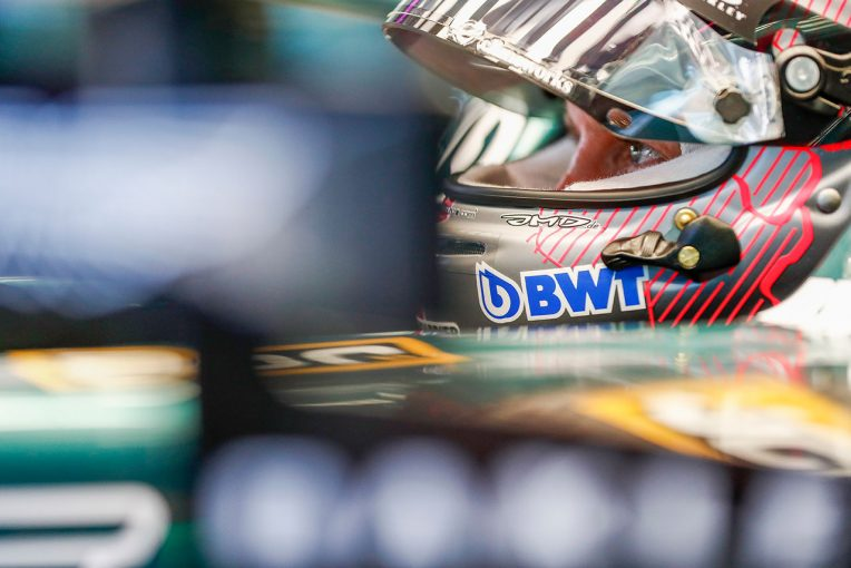 F1   ベッテル「最後はグラベルで終わった。キミは僕を見ていなかったのだと思う」:アストンマーティン F1第9戦決勝