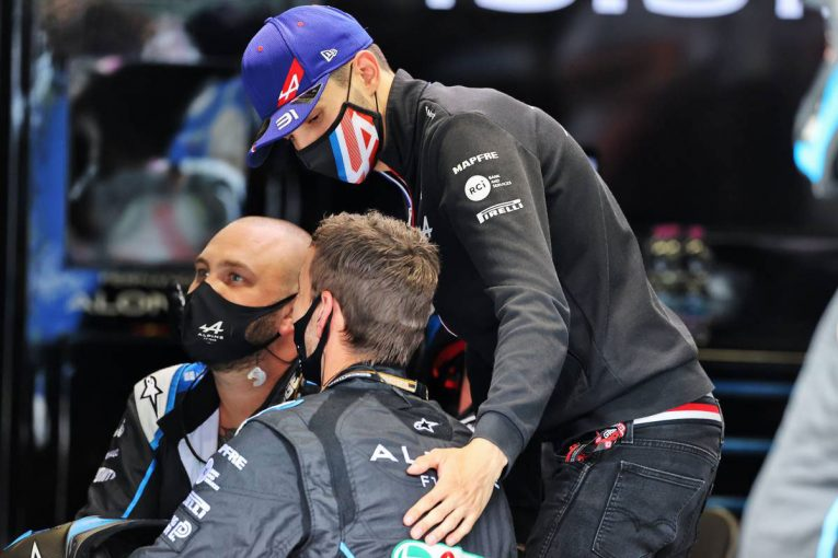 F1   オコン「ミックとアントニオに挟まれ、どうすることもできなかった」:アルピーヌ F1第9戦決勝