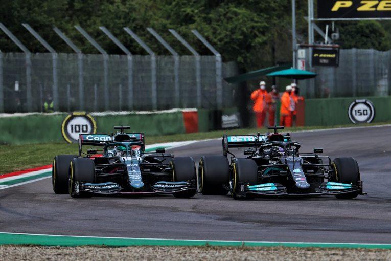 F1   テレビ映えせず、メルセデスと混同されるグリーンのアストンマーティンF1。マシンカラーの調整を検討