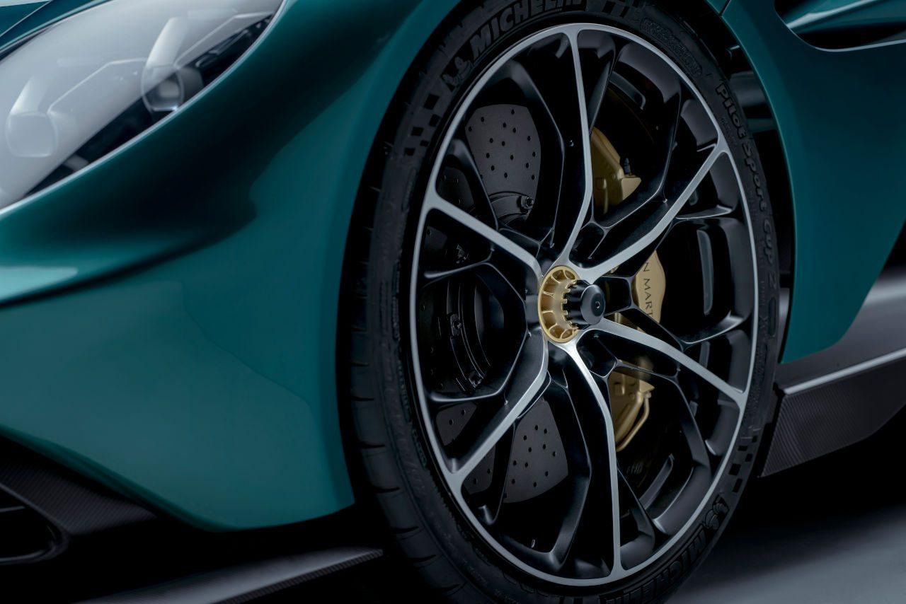 アストンマーティン、1000馬力に迫るV8ハイブリッド・スーパーカー『ヴァルハラ』発売
