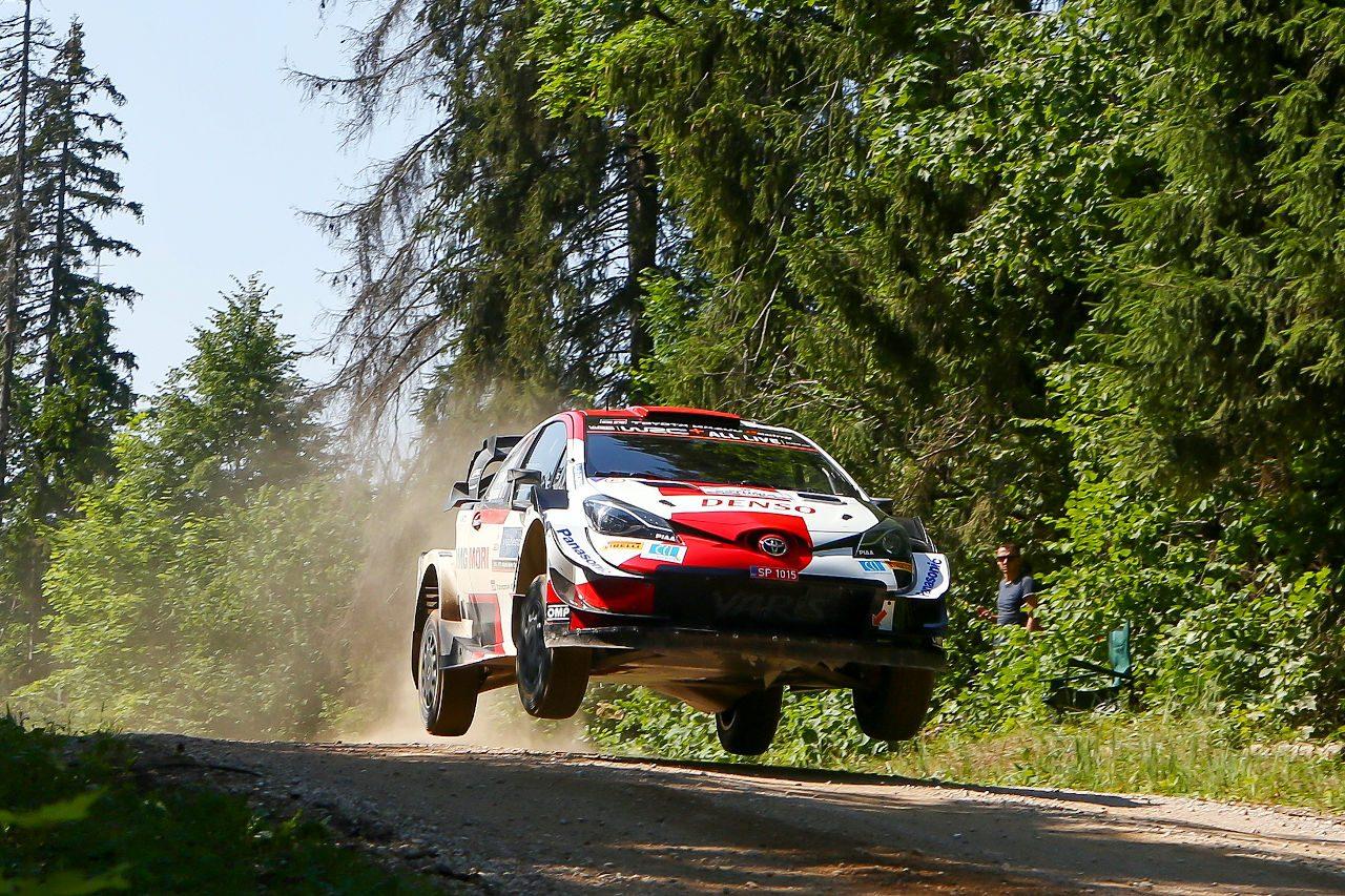 トヨタ、ロバンペラが初日首位「優勝争いができることを期待」とラトバラ/WRCエストニア