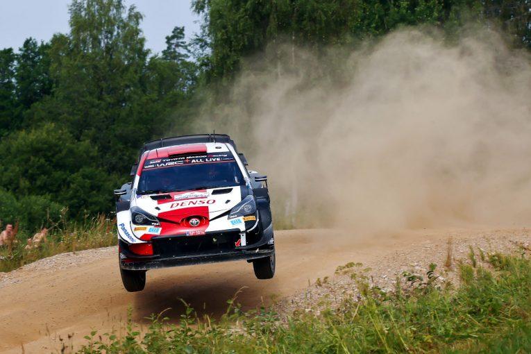 ラリー/WRC | トヨタ、ロバンペラがデイ2も首位快走「彼の活躍を見ることができて嬉しい」とラトバラ/WRC第7戦