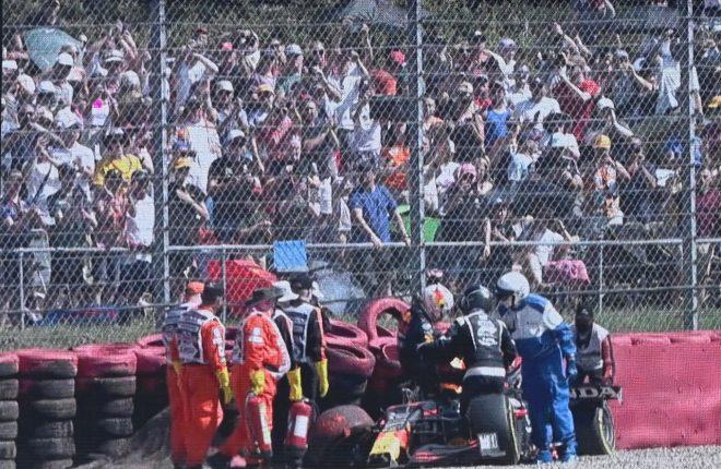 2021年F1第10戦イギリスGP 現地で流れたマックス・フェルスタッペン(レッドブル・ホンダ)のクラッシュの映像