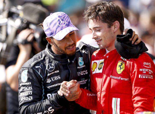 2021年F1第10戦イギリスGP 2位シャルル・ルクレール(フェラーリ)と優勝したルイス・ハミルトン(メルセデス)