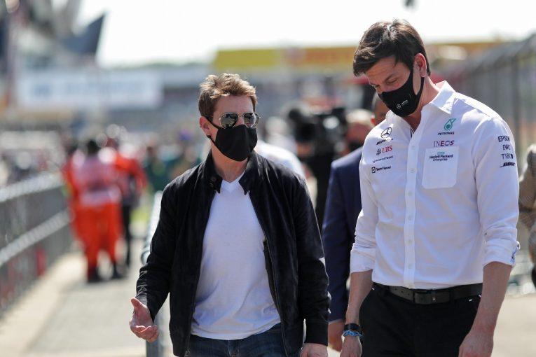 F1 | 【SNS特集】F1イギリスGP:ハリウッド俳優登場の豪華なパドック。ベッテル、大観衆が去ったスタンドでゴミ拾い