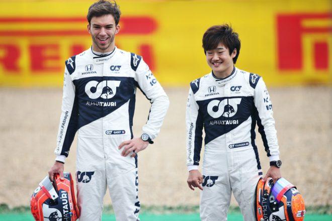 F1   幼少期に貰った思い出のプレゼントを問われた角田にガスリー「お前まだ子供だろ?」【SNSピックアップ今週のF1界】
