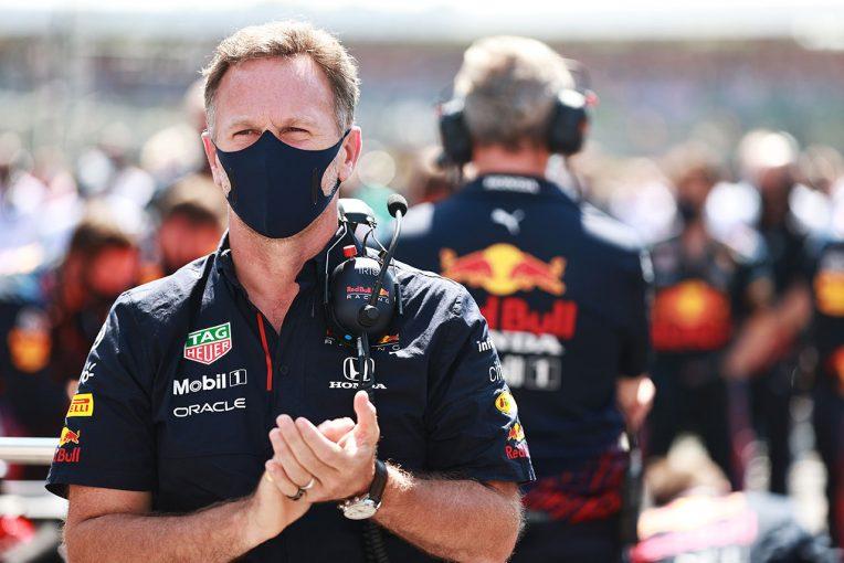 F1   レッドブルF1代表、赤旗中にスチュワードを訪ねたメルセデスを批判。レースディレクターは今後の規制を決定