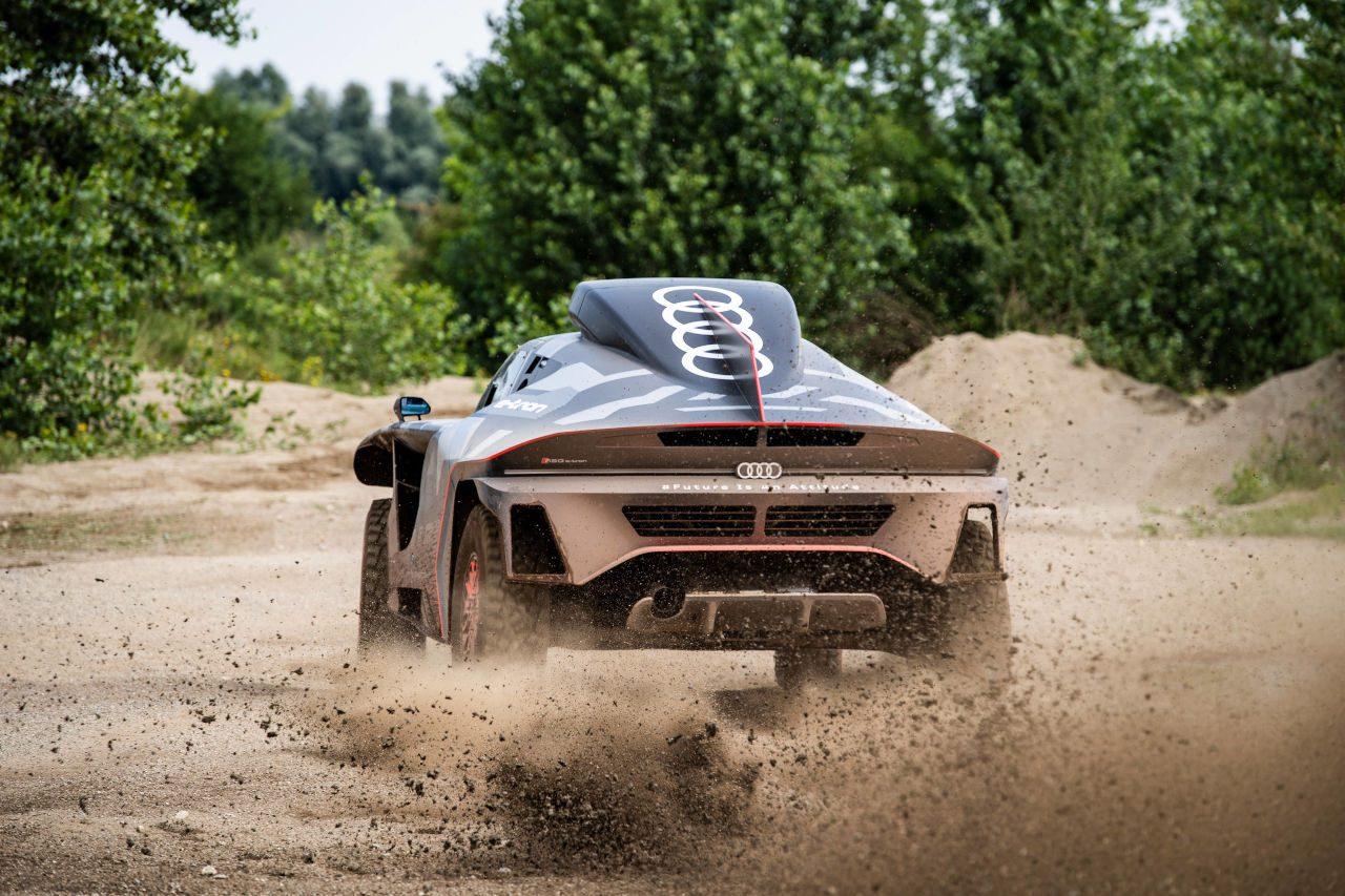 『アウディRS Q e-tron』が始動。2022年のダカールに挑む電動ラリーカー