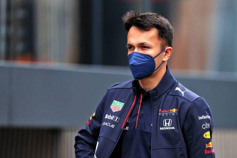 F1   レッドブルF1のリザーブを務めるアルボン、フォーミュラEに参戦するニッサン・e.ダムスのドライバー候補に