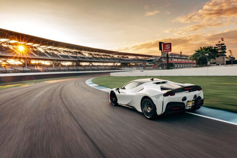 クルマ   フェラーリSF90ストラダーレ、インディアナポリス量産車ラップレコードを樹立