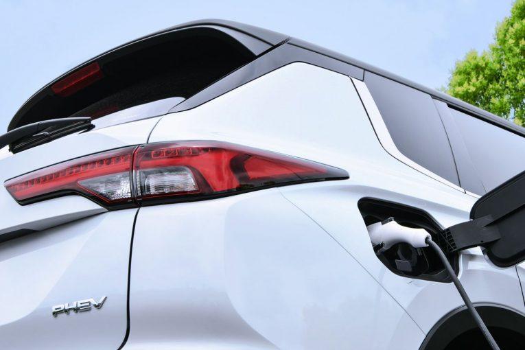 クルマ | 新型ミツビシ・アウトランダー、バッテリー容量拡大のPHEVモデルが今冬発売へ