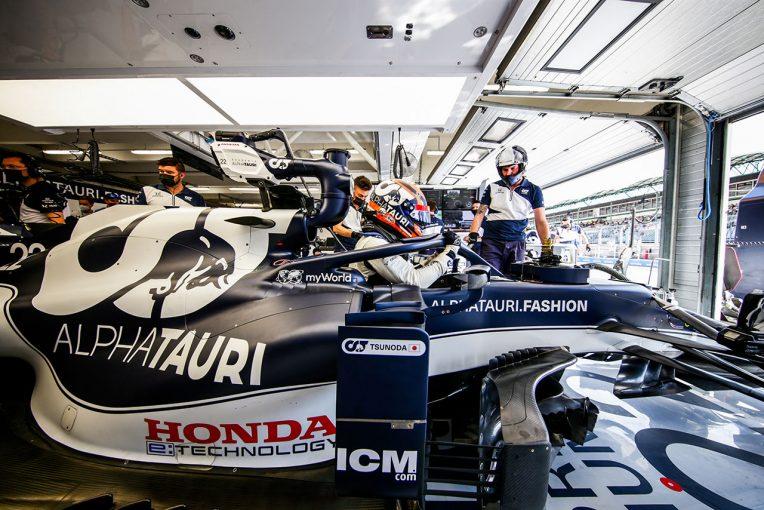 F1   【角田裕毅F1第11戦密着】高速コーナーでクルマのリヤにナーバスな感触。改善を試みるもコントロールを失いクラッシュ