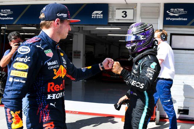 2021年F1第11戦ハンガリーGP 予選後のマックス・フェルスタッペン(レッドブル・ホンダ)とルイス・ハミルトン(メルセデス)
