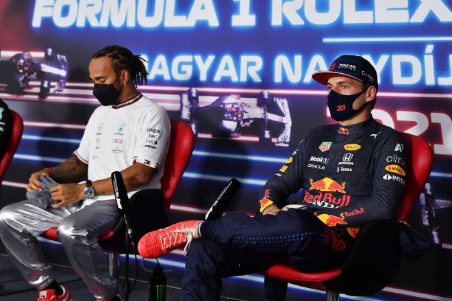 2021年F1第11戦ハンガリーGP 予選後記者会見でのマックス・フェルスタッペン(レッドブル・ホンダ)とルイス・ハミルトン(メルセデス)